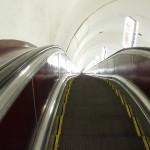 Laangt ned - rulletrapp i metroen