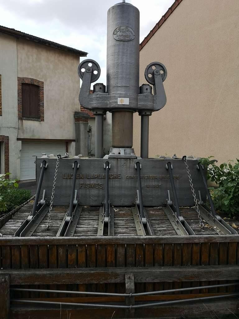 Le Mesnil-sur-Oger - Gammel vinpresse